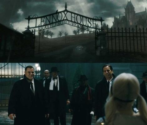 Regardez bien : la première image c'est lorsque Bopapa emmène Babydoll à l'asile. La seconde, lorsque Babydoll détourne l'attention des gens qui attendaient juste devant le bâtiment pour que Sweet Pea se barre à la fin du film. Entre les deux, la distance bâtimnet/portail a été réduite de 98% et les grilles se sont transformées en mur. Bravo les gars.